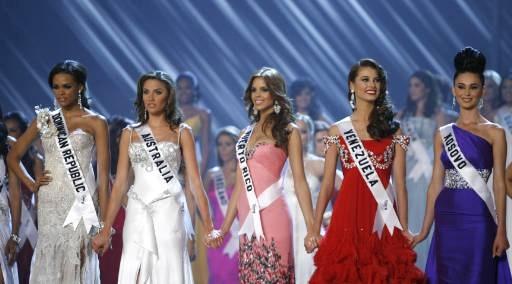Finalists (L-R) Miss Dominican Republic Ada Aimee de la Cruz, Miss Australia Rachael Finch, Miss Puerto Rico Mayra Matos Perez, Miss Venezuela Stefania Fernandez and Miss Kosovo Gona Dragusha.