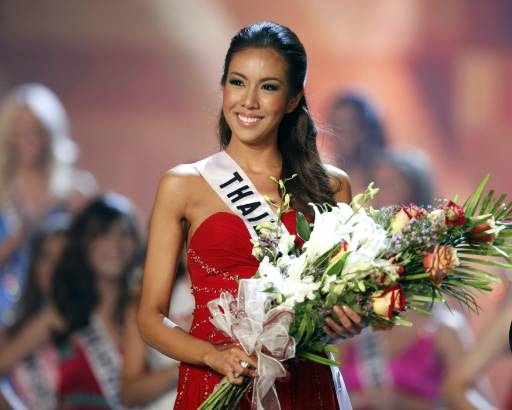 Miss Thailand Chutima Durongdej accepts flowers after being named Miss Photogenic