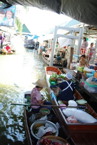 Khlong Chak Phra Canal / Photo: flickr.com by avlxyz